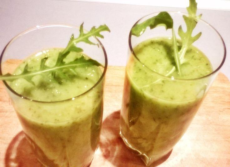Zielony koktajl z rukoli i jabłka