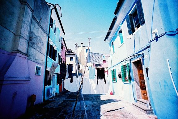 Taken by cyanwater with a Lomo LC-Wide loaded with AGFA Precisa CT100 film in Venice, Italy.