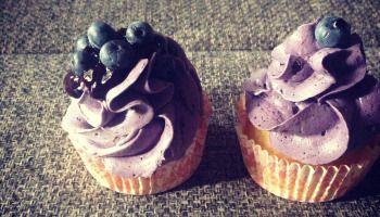 Citromos cupcake, áfonyás svájci vajkrémmel, recept