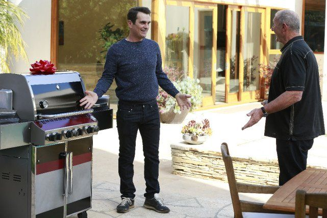 Modern Family S06E19 stream - Grill, Interrupted Watch full episode on my blog.