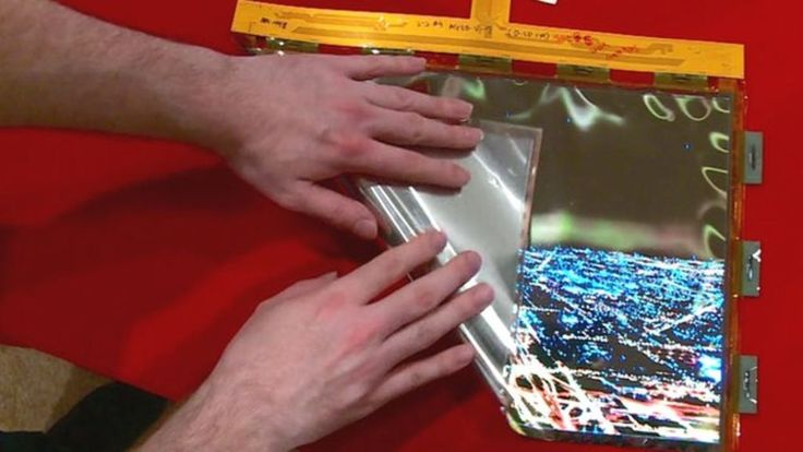LG Display has been working on its fully flexible screen for some time now, but it's at this year's CES the BBC was given the exclusive first hands-on. The screen can be rolled up and scrunched around, and the display is full HD.