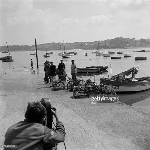 07-29 Fishermen on the pier of the port of Locquemeau filmed for... #locquemeau: 07-29 Fishermen on the pier of the port of… #locquemeau