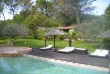 Een heerlijk vakantiehuis in een heerlijke vakantiestreek. In de Provence vind je het! Vanuit je luxe vrijstaande vakantiehuis met privé-zwembad geniet je van kleurrijke lavendel - en zonnebloemvelden.