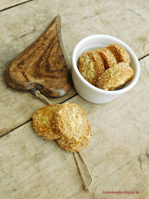 Kriszta konyhája- Sütni,főzni bárki tud!: Parmezános-sós keksz ( paleo )
