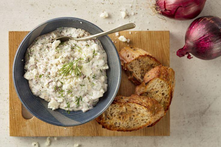 Abba Ruohosipuli-tillisillin joukkoon sopivat hyvin fetajuusto, punasipuli ja oliivi. Niistä saadaan aikaiseksi raikas ja kesäinen leivänpäällinen tai vaikkapa lisuke uusille perunoille. Feta-oliivisilli sopii myös kesäisen salaatin päälle.