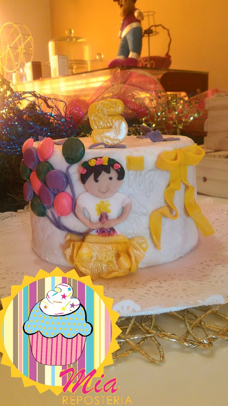 Torta 5 meses niña feliz con globos