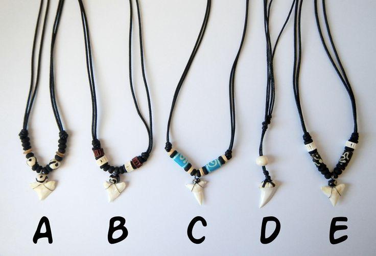 Collar diente de tiburon hueso tallado raspa de pez de surf artesanal cordón negro ajustable surfer skate style de CocobountyStyle en Etsy