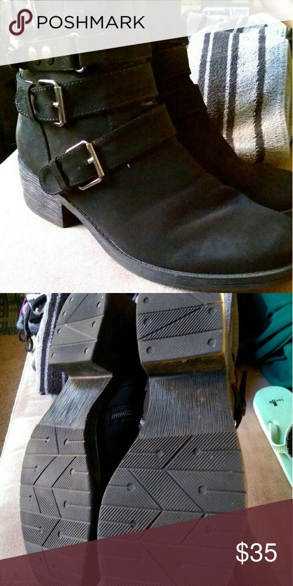 White Mountain buckled boot 8.5 White mountain buckled boot 8.5 white mountain  Shoes Ankle Boots & Booties