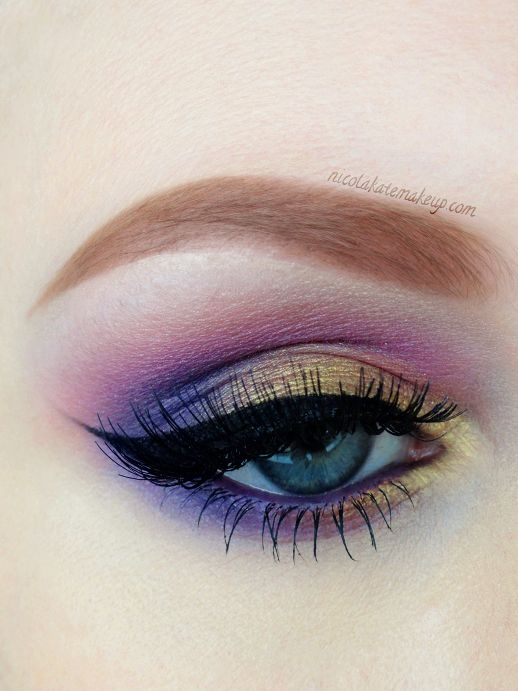 "TUTORIAL :: ""Eastern Sunrise"" by #nicolakatemakeup ::  UDPP. Coral pink e/s from BH Cosmetics 120 Color Palette 2nd Ed, blended into crease. Med purple e/s (same palette) to deepen crease/outer corner/outer lower lashline. Motives 'Gold Rush' e/s on rest of lid/around tear duct/inner lower lashline. UD Yeyo e/s on browbone. Inglot AMC Gel Liner #77 to line eyes/upper waterline. Motives for LaLa 'Violet' kohl eyeliner pencil along lower waterline. Eyeko Skinny Brush mascara. Eldora H125…"