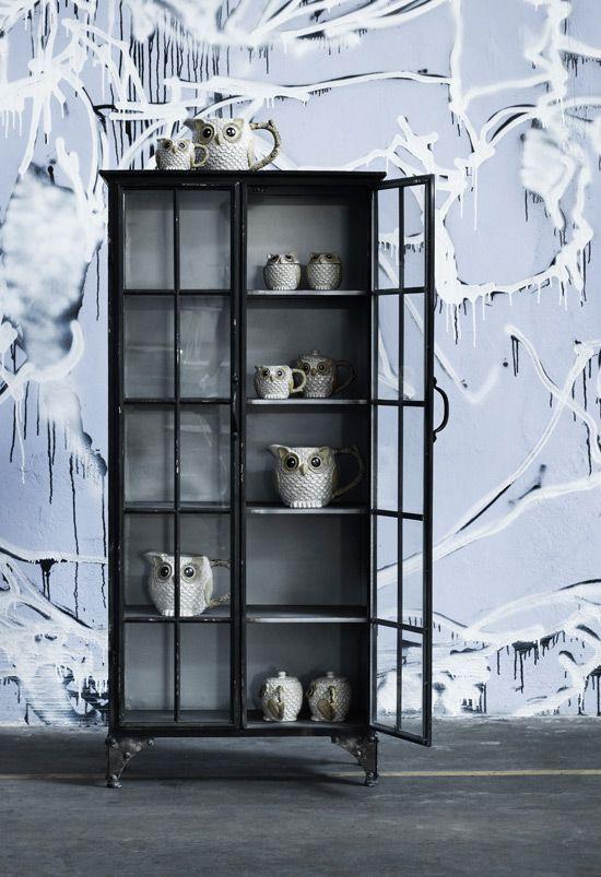 Downtown skab fra Nordal - sort - jernskab med glaslåger 6000kr