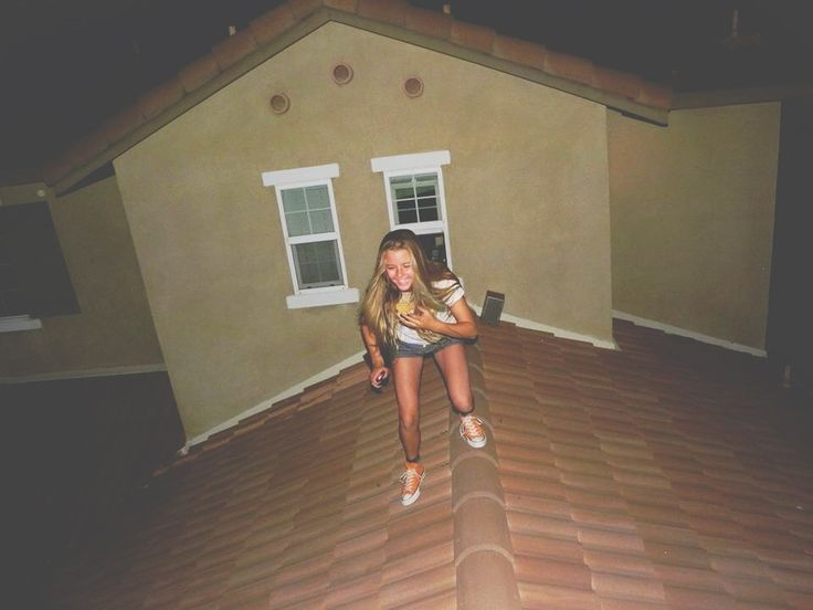 jammin out on the roof eating pizza.