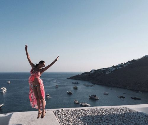 Bollywood actor Malaika Arora Khan is currently having the time of her life chilling away with her girlfriends far away in Greece.<br><br>Malaika's summer vacation pictures on Instagram is just making us wish she'd pack us in her suitcase too from next time.<br><br>So while we sit and stare at our desktops, let's check out Malaika oozing hotness in the land of Greece.<br> itimes.com