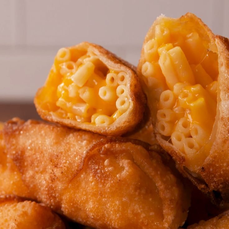 Mac & Cheese + Egg Rolls = the best thing to happen all year. #delishrecipes #eg