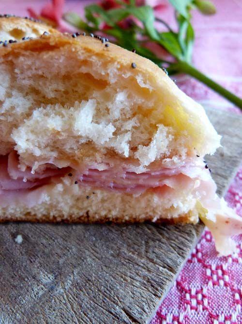 Pancitos hawaianos: panes caseros agridulces, para preparar unos diferentes sandwiches de jamón y queso  #sandwich #agridulde #jamonyqueso #quesoyhuevo