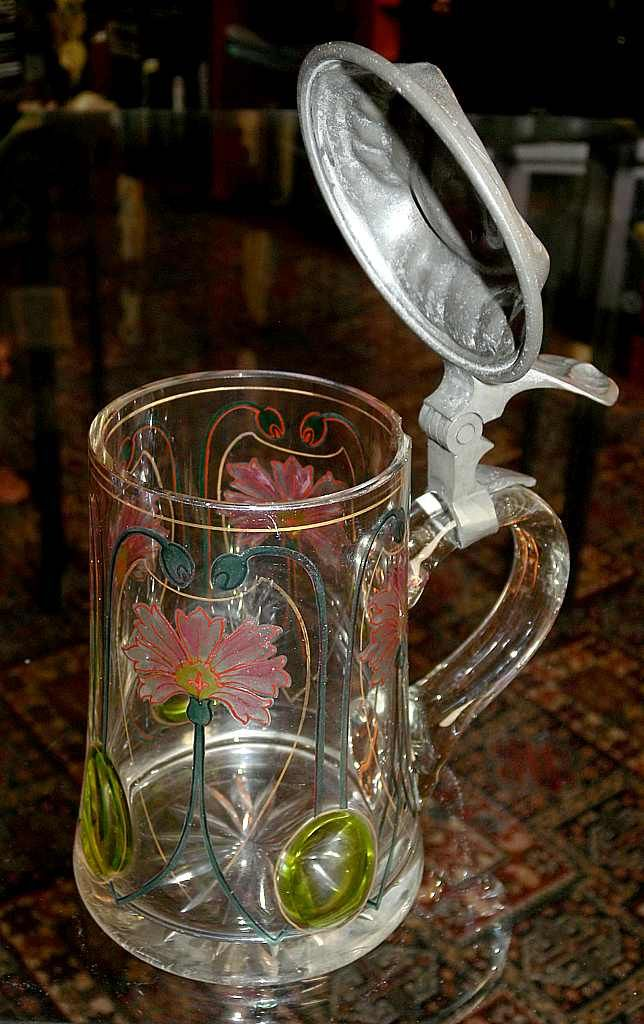 Немецкая (?) пивная кружка, 1910 год  (судя по дарственной надписи, выгравированной на крышке), стекло - олово. Ар-нуво. Приобретено в 2015 году на Блохе.