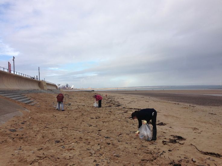 Friends Of Redcar: Friends of Redcar Beach Action Group March 2014 - Bless and all hail the litter pickers