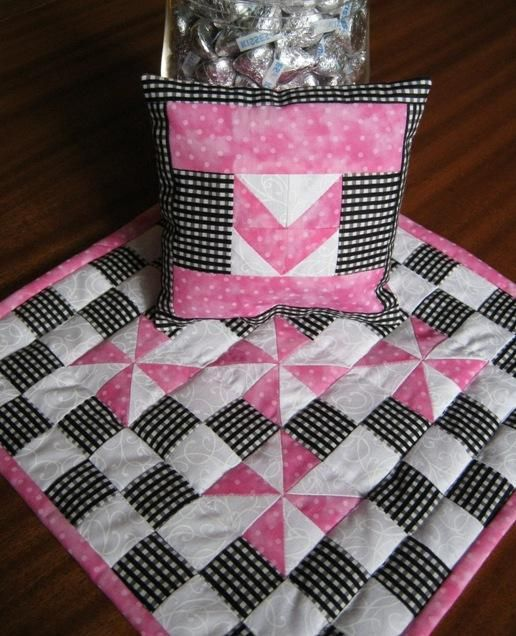 Valentines Quilt & Pillow - Craftsy Pattern using the Magic 8 technique for making half-square triangles (Tute)