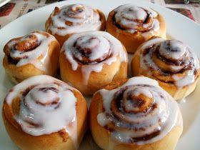 Los Antojos de Clara: Rollos de canela o cinnamon rolls