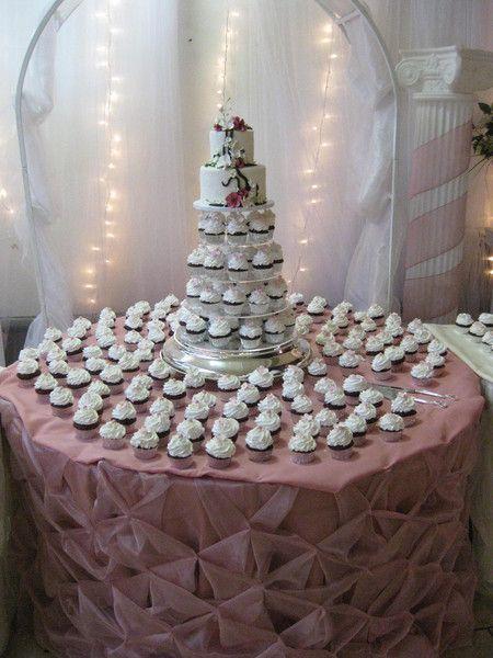 Arstistic Cakes Album number four on WeddingWire
