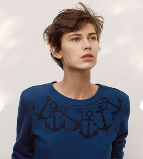 Women's embroided sweatshirt £72  This women's cotton fleece sweatshirt is given a feminine touch with placement embroidery depicting ropes or anchors depending on the colour and a slightly close-fitting cut. With rib trim finishes and the signature embroidery, it's the new Petit Bateau sweatshirt for women! - 100% cotton - crew neck