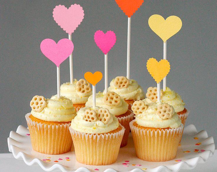 Valentine's Day Cupcakes (Bee Mine!) www.fiskars.com