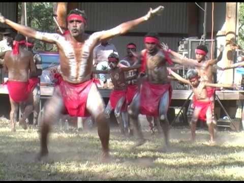 ▶ Mayi Wunba Aboriginal Dance Group at Laura Festival (2) - YouTube
