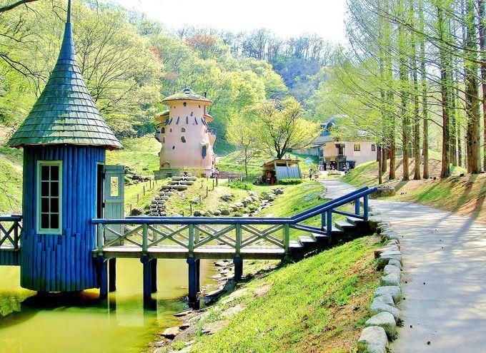 埼玉にある無料の公園!子どもが自分で考え、冒険を生み出す事が出来る。フィンランドのムーミン谷を再現したとネットでウワサもあるが、本当は再現した訳では無い。だからお屋敷も原作とは違う形をしている。ムーミン童話の理念をイメージしている公園とのこと。