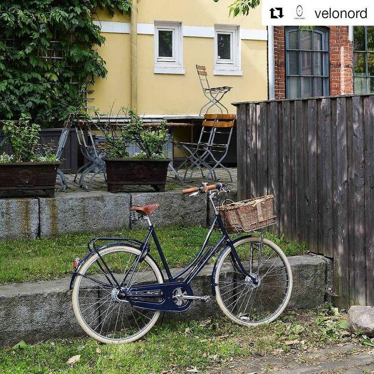 #Repost @velonord (@get_repost) Achielle Julie nightblue with Basil Portland Basket #achielle #velonord #fahrrad #hollandrad #velo #bicycle #fiets #cycler #retrobike #steelisreal #handmade #vintage #retro #bike #bici #lapetitereine