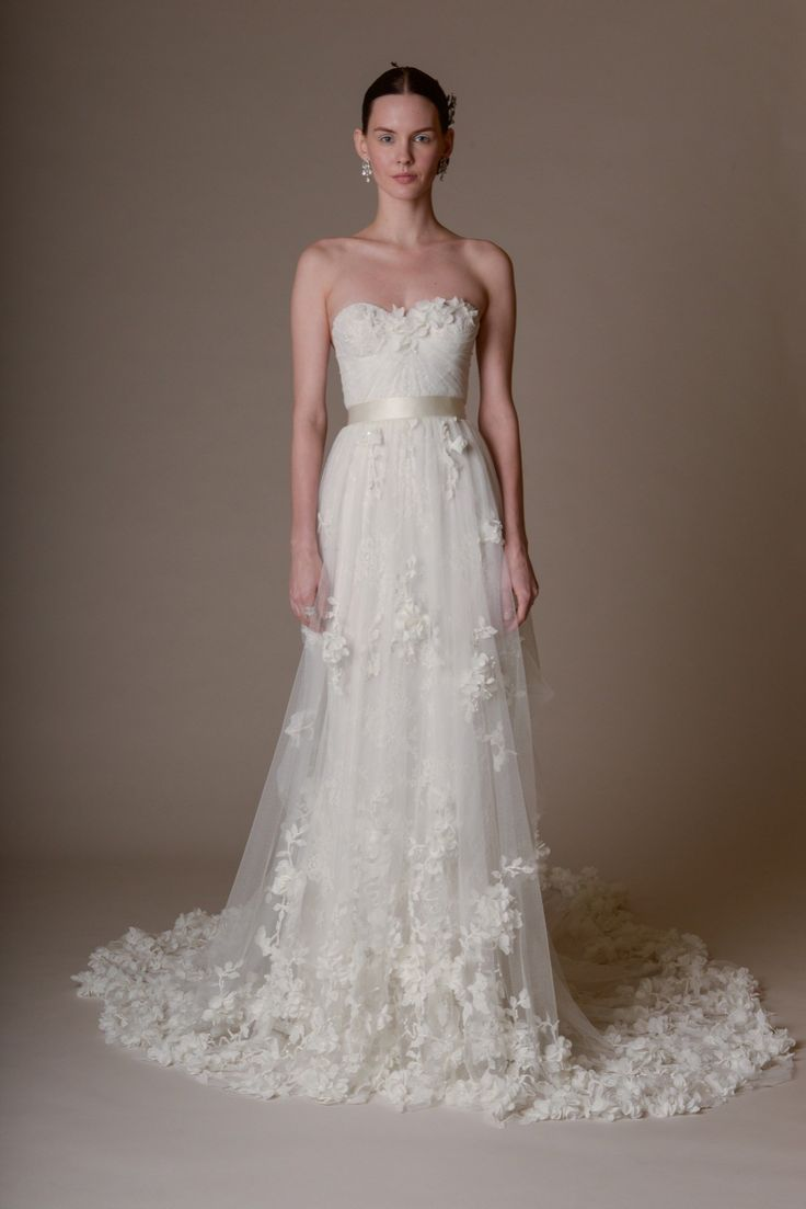 delicate flowers and a sweetheart bodice? yes and yes. | Marchesa Bridal Spring 2016 Fashion Show