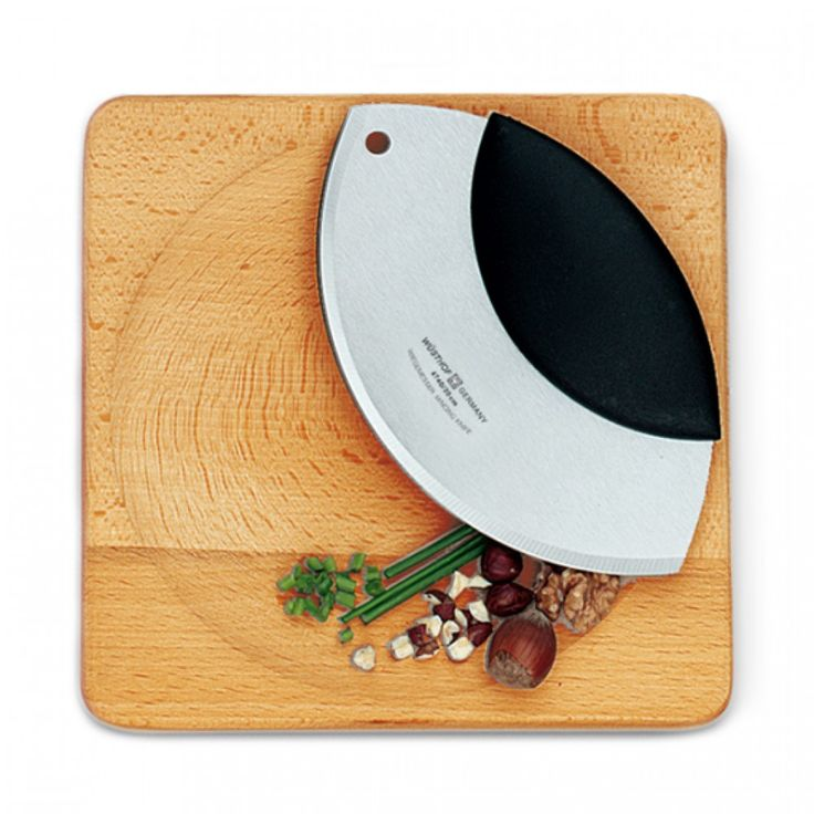 Wüsthof Mincing Set | Chop fresh herbs, veggies & nuts easy and conveniently. Comes with mincing knife & beechwood board. #mince #kitchen #knife #wusthof