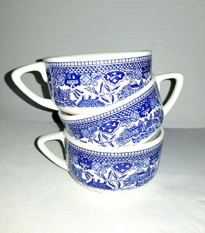Vintage Blue Willow Teacups,Set of 3,CHURCHILL China,Staffordshire,England,BLUE WILLOW,Coffee Mugs,Blue and White,Asian Scene,Cobalt,1960s http://etsy.me/2CWBzfZ #housewares #blue #housewarming #mothersday  #ceramic #bluewillow #staffordshire