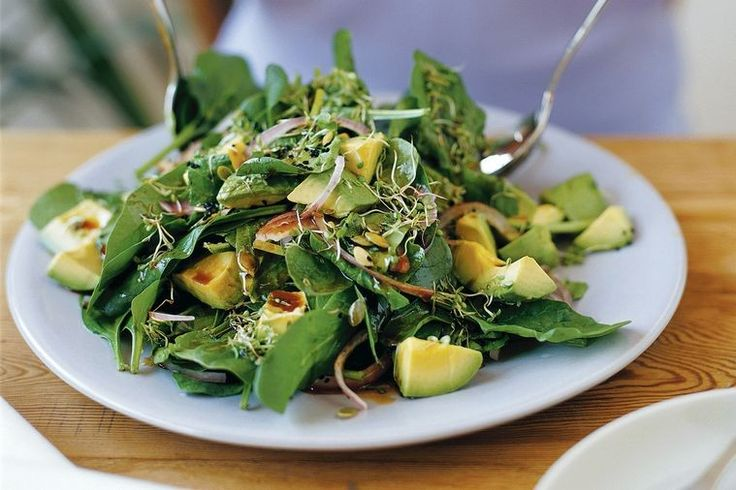 Avocado, pumpkin seed and spinach salad