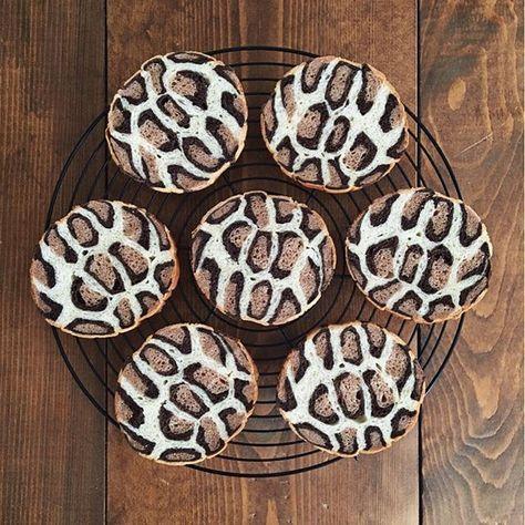 . #イラストぱん . #LeopardPrint  #ひょう柄 . . このパンで 生クリーム&苺のサンドイッチを作ったら、 絶対に可愛いと思います♡ 断面、たまらないと思います . ヒョウ柄はココア生地なので、 ほんのり香るカカオの風味が、生クリームや苺にも絶対合うと思います。 . 可愛くて美味しい♡ . そんなことを想像していたのですが、、 結局サンドイッチは作らず丸ごと友人へ☺️ . またヒョウ柄のイラストぱんを焼いた時には、 甘辛ミックスサンド、作りたいと思います。 次の苺の季節かな? . . # #bread #homemade #loaf #artfood #artbread #animal #Leopard  #Leopardpattern #pattern #ファッション #おうちパン #手作りパン #パン作り #パン教室 #tokyo #fashion #食パン #ヒョウ柄 #おしゃれ #トヨ型 #パン教室 #cheetahprint #