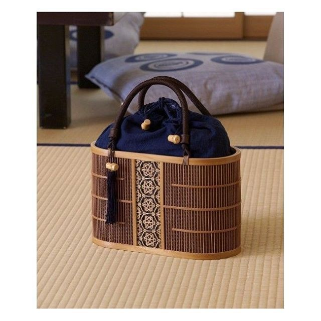 Suruga Bamboo Ware. Buy this traditional made in Japan bag in @mydentou . . . #surugabambooware #bamboo #bag #japon #japón #japan #japanese #japanesetraditionalcrafts #japanesestyle #tradition #instagood #traditional #onlyinjapan #woodworking #instaart #mydentou #instadaily #design #traditions #asian #asia #culture #art