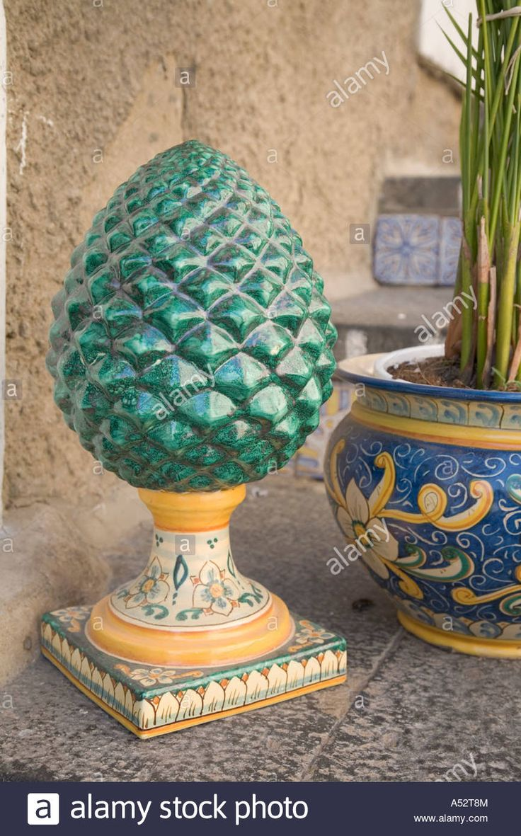 Download this stock image: Ceramic pine cone for sale in Caltagirone Sicily Italy - A52T8M from Alamy's library of millions of high resolution stock photos, illustrations and vectors.