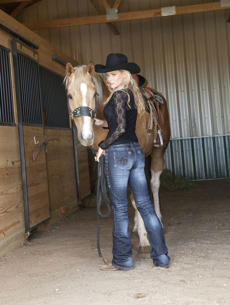 Angie Meadors, NFR Barrel Racer, Barrel Horse Training and Sales. Professional Model – Wrangler Western Lifestyle Fashions