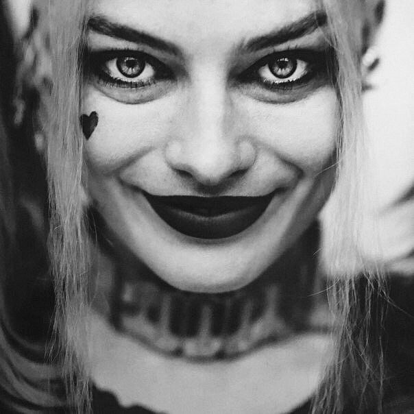 New image of Margot Robbie as Harley Quinn