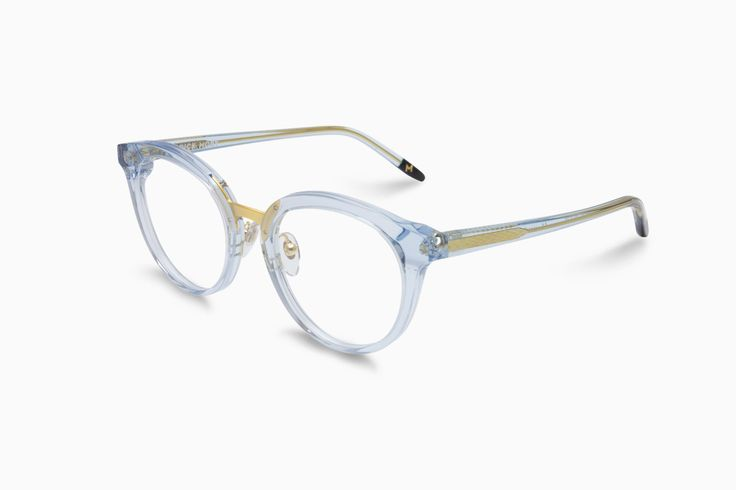 Our new funkyround pair of glasses. The frame is made from recycledacetate in combination with a metal noseand with three thick barrel hinges.Inthe most sus