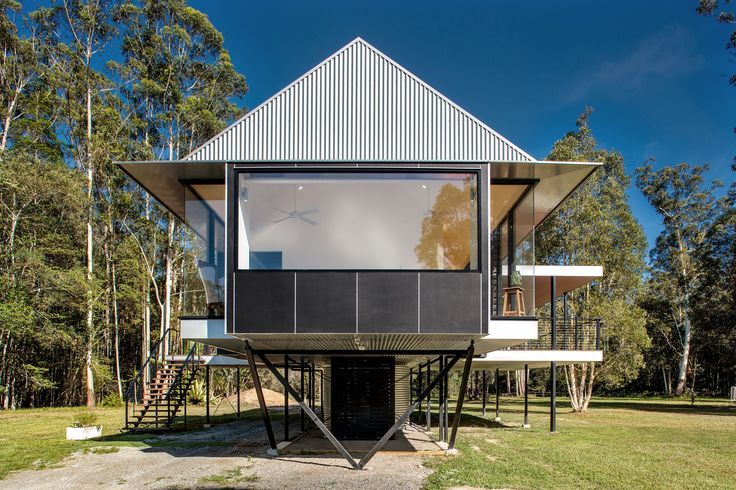 Completed in 2015 in Sunshine Coast, Australia. Images by Alain Bouvier. Platypus Bend House is named after the elusive resident of the verdant creek that snakes through this quintessential Australian bush site of 35...