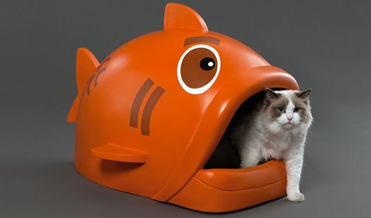 Litterfish Designer Litter Box from IOVO Designs - This litterbox is funny and funky! Although I'm not sure kitty is going to like having to walk inside a fishie's mouth to go potty.