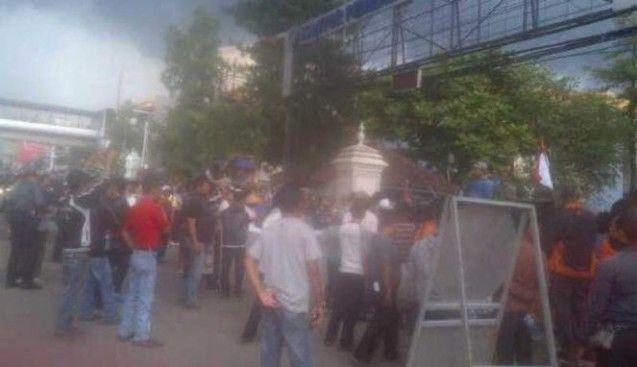 Kantor Walikota Depok Diserbu para Pedagang Pasar Cisalak