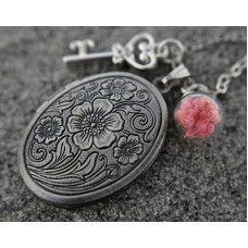 ANTİK GÜMÜŞ Madalyon Kolye http://ladymirage.com.tr/kolyeler.html/antik-g%C3%BCm%C3%BCs-madalyon-kolye-96633831.html #madalyon #kolye #hediye #antikgümüş #gerçekçiçek #cam #tasarım #elyapımı