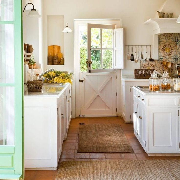 """I love everything about this kitchen!  It screams, """"come on in!"""" #kitchenlove #farmhouse #home"""