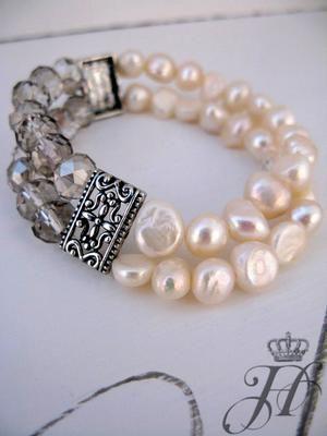 ❥ Pulsera de perlas y cristales