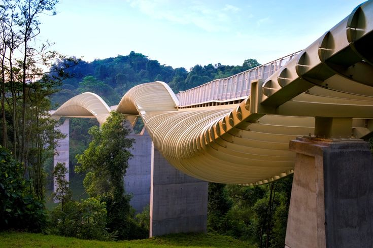 Arising from an international bridge design competition, Henderson Waves and other connections form part of a nine kilometer stretch of leisure destination that urban planners have envisioned for in the south of Singapore. This tallest pedestrian brid
