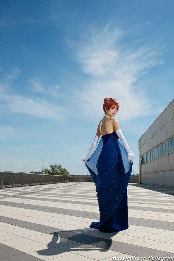 Anastasia kostuum. het kostuum bestaat uit:  * jurk * handschoenen   het meisje ik de fotos het s me.  Het kostuum zal geschieden binnen 3 maanden,
