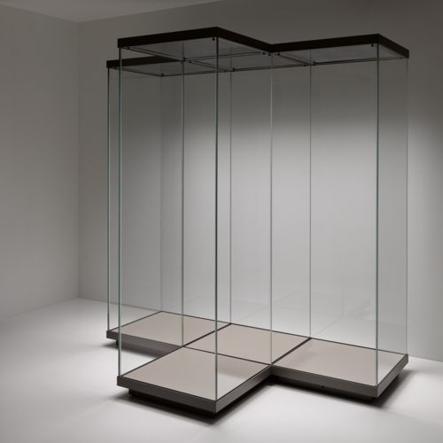 53 best display cabinets images on pinterest window for Case modulari strette