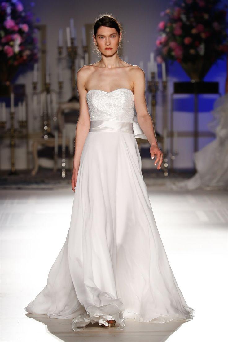 Graziose Leggiadre Ed Eteree Ecco Le Spose Di Milano Collezione Sposa 2018 Giuseppe Papini Light Strapless Wedding Dress With Precious Embroidery