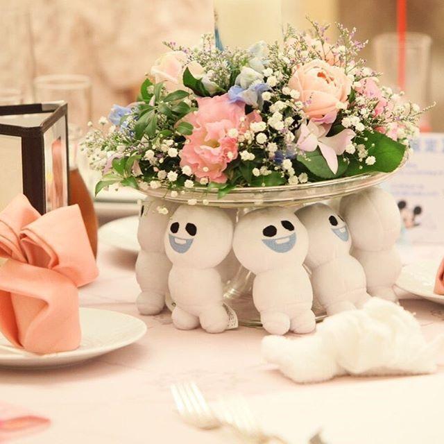 ゲストテーブルごとにテーマ別のぬいぐるみをデコレーション♡ウェディングのぬいぐるみといえばウェイトドール♡そのほか結婚式に使えるぬいぐるみのアイデアを集めました♪