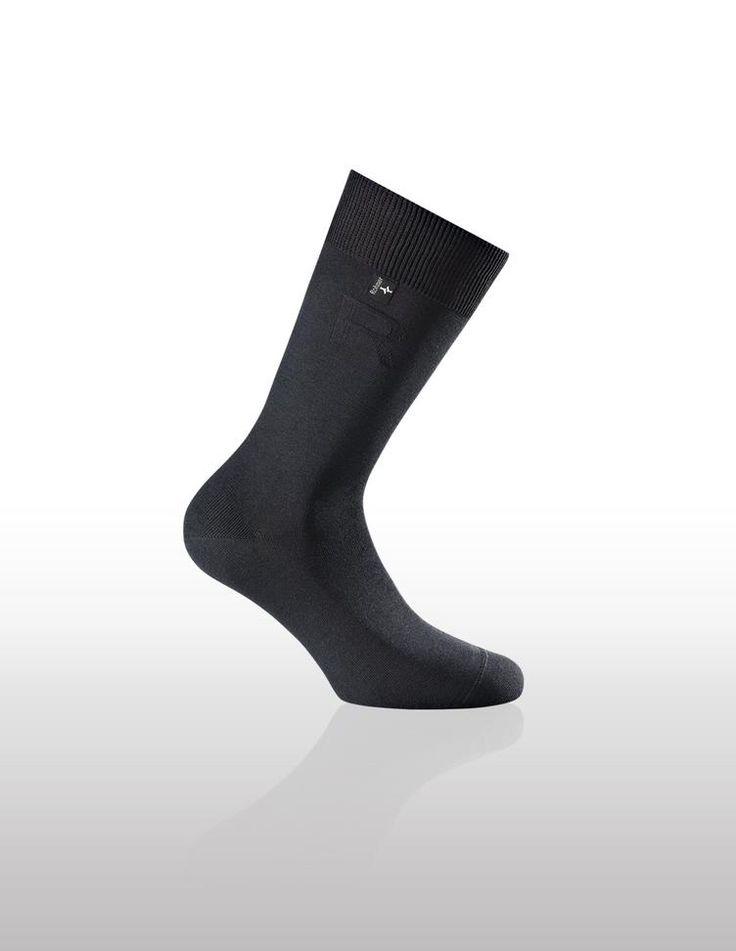 DIAMOND socks from ROHNER.   Made from BAMBOO fiber.    #herrenmode #menswear #mensfashion #bamboo #minimalist #züri #zürisee #sonntagsverkauf #boutiquefashion #swiss #socks #cardholder #businessfashion #eurostyle